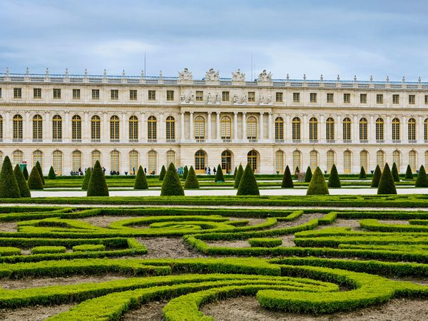 """http://images.nationalgeographic.com/wpf/media-live/photos/000/280/cache/versailles-palace-and-garden_28028_600x450.jpg"